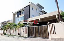 HO57010003-House for sale a three storey 100 sq. Bunthawee Soi 10, near the village ecstatic