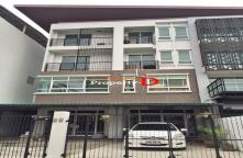 TO59080002-Sale Town Home Office 4th Floor, Soi Ladprao 81 separating first two booths. Soi Ladprao 87 separate 1